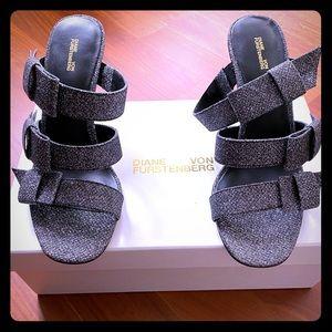 Diane von furstenberg metallic bow sandals